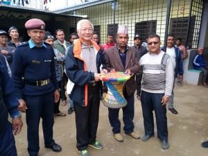 尼泊爾監獄典獄長贈送手工竹編椅